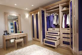 خطوات هامة لترتيب خزائن الملابس
